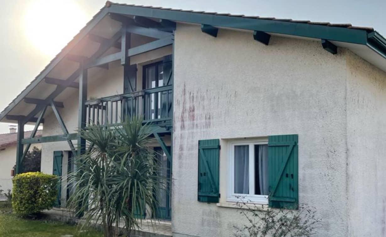 Avant le ravalement de la façade de cette maison typique Arcachonnaise par ISO&FACE